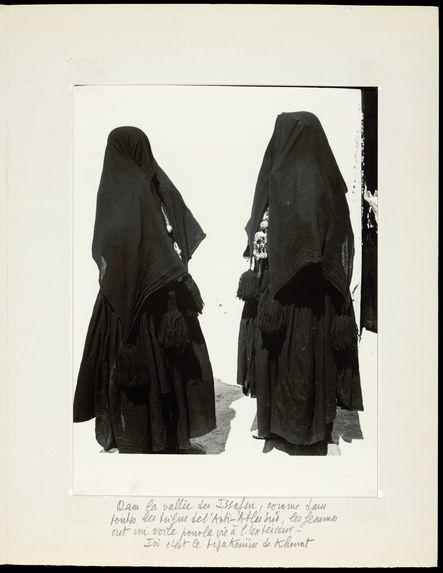 Dans la vallée des Issafen, comme dans toutes les tribus de l'anti-Atlas sud, les femmes ont un voile pour la vie à l'extérieur