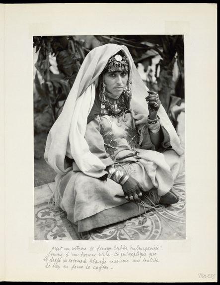 """C'est un costume de femme berbère """"embourgeoisée&quot"""