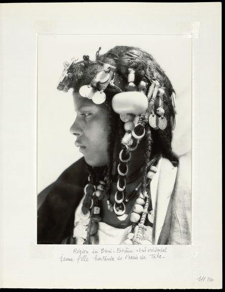 Région du Bani-extrême-Sud occidental. Jeune fille hartania de l'oasis de Taba