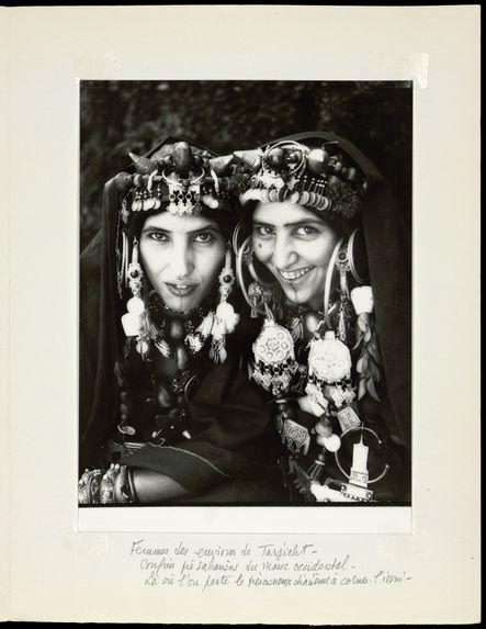 Femmes des environs de Tarjicht. Confins pré-sahariens du Maroc occidental