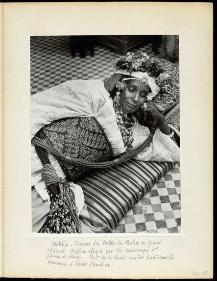 Meknès. Femme du palais du Pacha en grand apparat