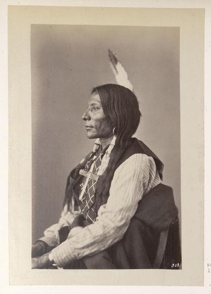 Shun-To'-Ke-Cha-Ish-Na-Na. Lone Wolf. (Profile.) Ogalalla