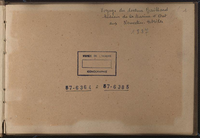 Page de garde portant le titre manuscrit de l'album