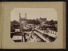 Hyderabad - Rue principale et minaret Charminar au centre