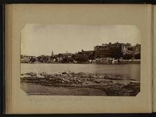 Oudeypoor, vue prise du palais d'eau - Palais royal