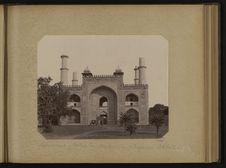 Secundra, entrée du tombeau de l'Empreur Akbar