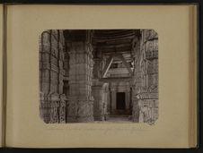 Intérieur du Sas Bahu temple, fort de Gawlior