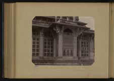 Gawlior, élégante fenêtre de marbre ajouré au tombeau de Mahomed Ghous