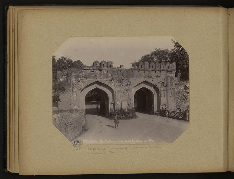 Delhi, la porte de Cachemire après l'insurrection de 1857 à l'entrée du Fort