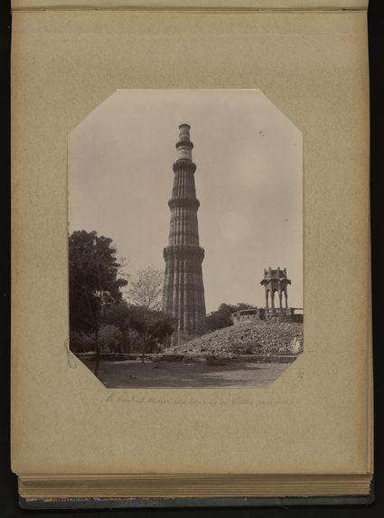 Le Koutoub-Minar aux environs de Delhi (minaret)
