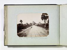 Ang-Kor Wat - La chaussée, porte d'entrée