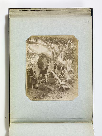 (Hanoï) Village du papier. Le pressage. n°201