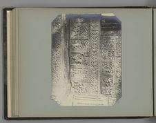 13 Bas reliefs ornant les murs des tourelles du Baphoune à Angkor Thom