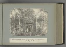 15 Ruines d'une porte d'entrée surmontée d'une tour