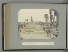 24 Un des escaliers d'accès à la terrasse qui précède le Temple d'Anchor-Vat