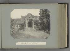 25 Entrée d'Angkor Vat faisant suite à la terrasse