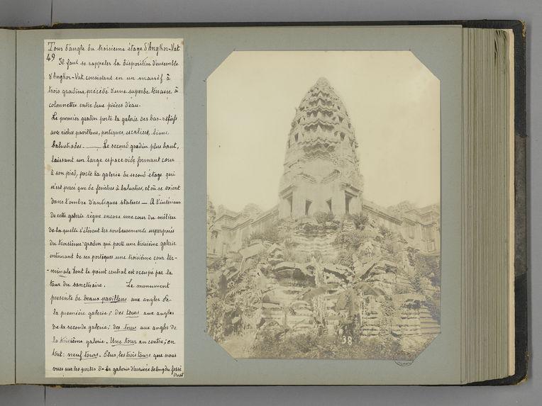 49 Tour d'angle du troisième étage d'Angkor-Vat