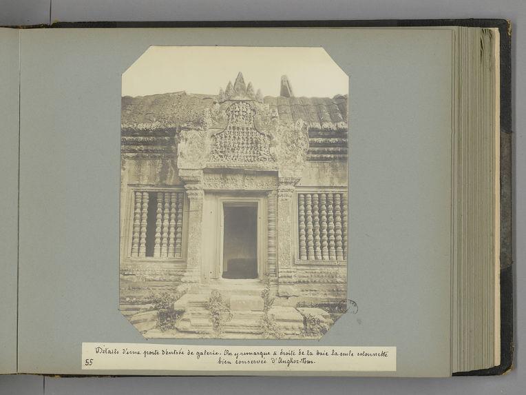 55 Détails d'une porte d'entrée de galerie