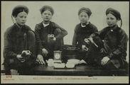 Femmes buvant le thé