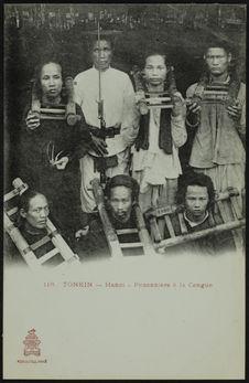 Prisonniers à la Cangue