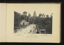 Angkor-Vat : le Temple, vu de la Grande Chaussée