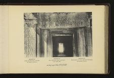 Angkor-Vat : linteau de porte sous le péristyle de l'enceinte extérieure