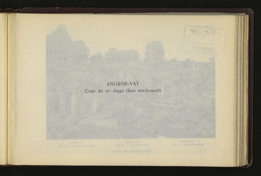 Angkor-Vat : cour du deuxième étage
