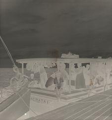 Sans titre [voyageurs à bord d'un bateau]