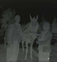 Mont des Oliviers [deux hommes avec un cheval attelé]