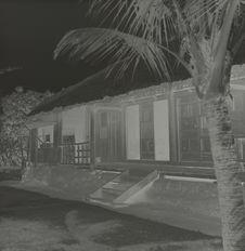 """Maison de """"Hang-Dang"""", village de Jöm"""