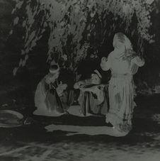 Tsigane dansant et deux musiciens de Nachabieh