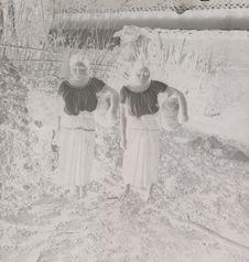 Femmes Tzeltal portant des poteries