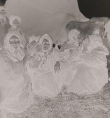 Femmes Tsiganes nomades dansant