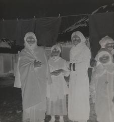 Femmes et enfants Tsiganes sédentaires