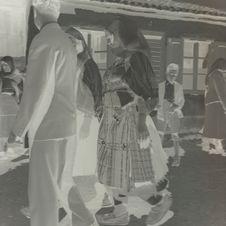 Femme zadrima dans la rue