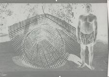 Pêcheur Ngoundi et sa nasse