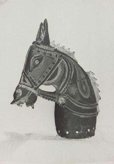 Tête de cheval votive en terre cuite peinte