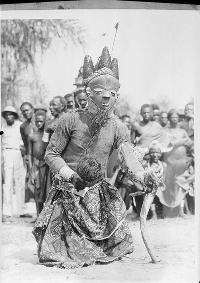 Un des masques de la danse Mbuya