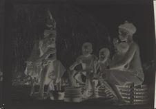 Sculpteur Bapende et sa famille