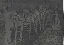 Menomini construisant un canot d'écorce