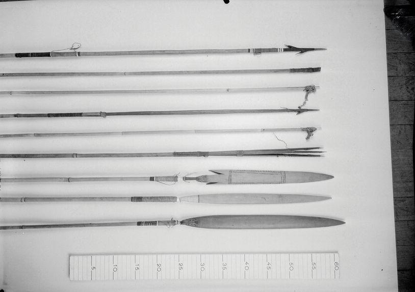 Flèches, burins et herminettes de chasse Mondé