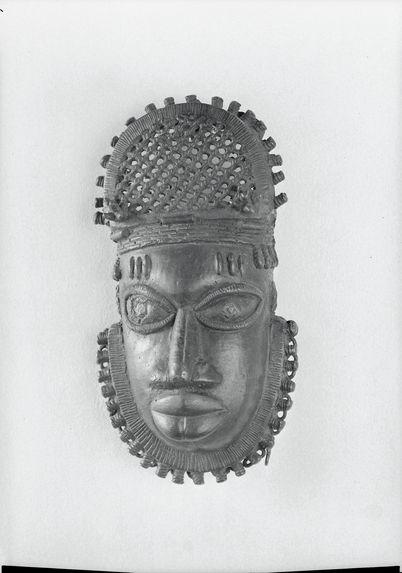 Petit masque en bronze