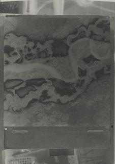 Fleuve divagant dans une large plaine alluviale