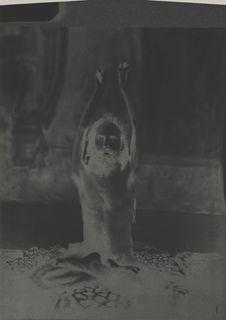 Un fabkir, les bras ankylosés par ascétisme