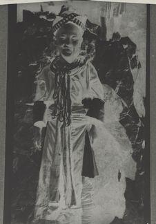 Fillette Meo Khao en costume de fête