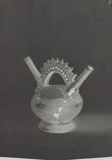 Sans titre [vase en poterie]