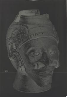 Vase en terre cuite en forme de tête humaine