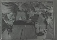 Vue de l'intérieur du tata du chef prise de la terrasse de la porte d'entrée