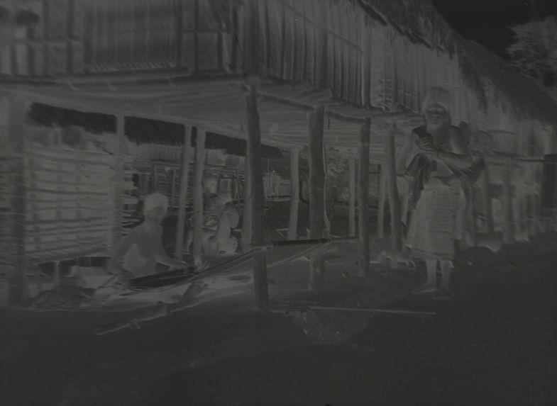 Tisseuse dans le village de Me-Pü