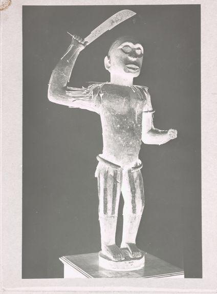 Statue en bois sculpté [représentant le roi Ghézo]